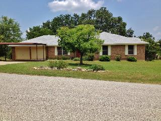 Peaceful 3BR Kingsland Home on 2.5 Private Acres & Surrounded by Breathtaking Views - 2-Minute Walk to Lake LBJ!