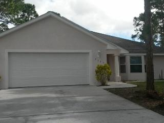 Palm Bay Florida 3 bedroom/2 bath/garage/1600sq ft