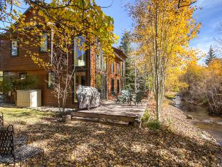 Charming 2BR Frisco Townhome w/Fantastic Community Amenities - Walking Distance to Downtown Frisco; Close to Ski Resorts Including Breckenridge, Keystone, Vail & More!