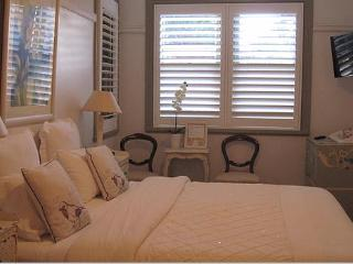 The Old Nunnery B&B Parisian Suite, Moss Vale