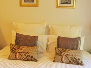 The Old Nunnery B&B Shangri-La Suite, Moss Vale