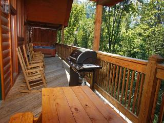 Enclosed Resort Pool, Theater Room, Picnic Table, Pool Table, Air Hockey, Pigeon Forge