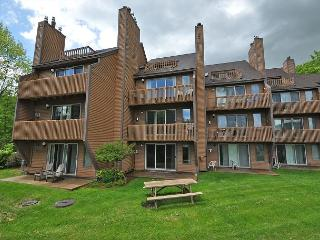 2BR at Nordic Village-Between Attitash & Wildcat! Pets Welcome-Cable & WiFi!, Bartlett