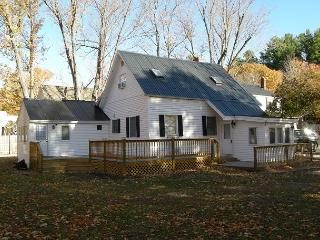 3 BR North Conway Village Home just 1 minute to Cranmore!Walk to the Village!