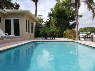 Waterfront, Heated Pool, Private Dock, New TikiHut, Pompano Beach