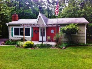 Serene 3BR House in Pocono Lake - Walking Distance to Beaches, Arrowhead Lake, & Other Outdoor Recreation