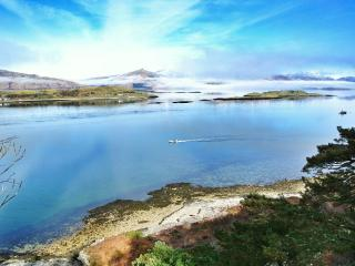Old Smithy Cottage with stunning Loch Views, Port Appin