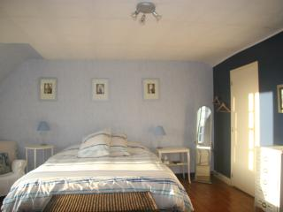 Blue Room, Arcy-sur-Cure