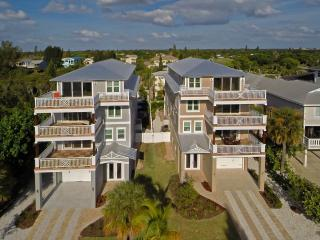 $999- Sleeps up to 18,  Across from the beach, Siesta Key