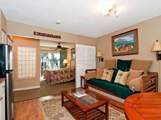 Charming Condo by the Beach a Short Stroll to Dining and Attractions, Honolulu