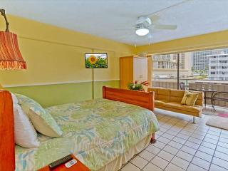 Nicely Remodeled Waikiki Condo by the Beach With Private Lanai, Honolulu
