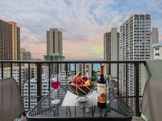 Ocean View Condo Close to Beaches, Awesome Amenities, Free Parking!, Honolulu