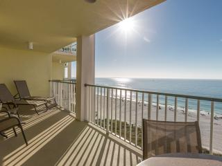 Relaxing and Clean Beachfront 3 Bed/2 Bath 9th Fl, Marco Island