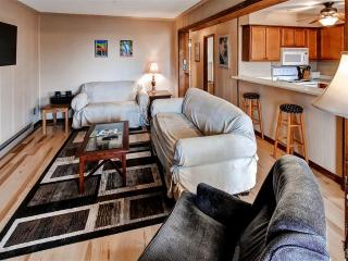 Welcoming 3BR Snowshoe Corner Unit Condo w/Wifi, Private Balcony & Stunning West-Facing Views - Only ¼ Mile to the Ski Slopes, Central Village, Bike Park, Dining & More!