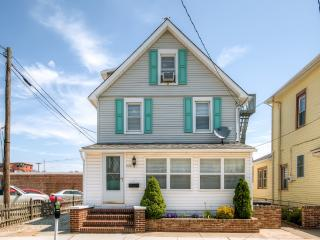 Comfortable & Spacious 6BR Wildwood House w/Tasteful Decor, Enclosed Porch & Wifi - Less Than 2 Blocks From the Beach & Boardwalk!