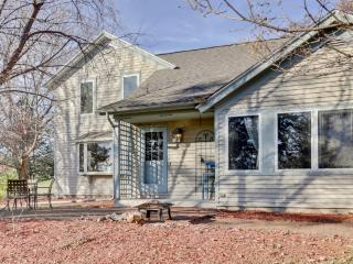 New Listing! 'Amy's Craft Haven & Retreat Home' Charming 3BR Waukesha Farmhouse w/Wifi, Private Crafting Studio & Gorgeous Rural Scenery - Minutes to Shopping, Milwaukee Brewers Stadium, Festivals & More!