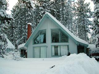 Newly Remodeled 3BR + Loft South Lake Tahoe Cabin w/Wifi, Deck, and Gas Grill - Near Bijou Community Park, Skiing, Casinos & Beaches!