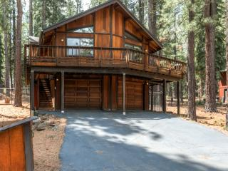 Serene 3BR Truckee House w/Wifi & Charcoal Grill – Unbeatable Location, Minutes from Lakes, Trails & Endless Outdoor Activities!