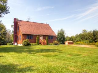 New Listing! Serene 3BR Sugar Hill House on 6 Private Acres - 10 Minutes to Cannon Mountain Skiing, Biking & Swimming!
