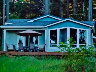 Secluded 3BR Decatur Island House on 20 Heavily Wooded Acres w/Wifi, Private Beach & Majestic Views