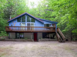 Rustic-Cool 5BR + Loft Intervale House w/Wifi, Large Private Deck & Gas Wood Stove – Close Proximity to River, Swimming Hole & Other White Mountains Attractions!