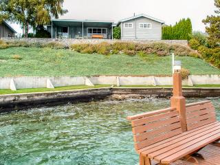 Rustic Lakefront 3BR Manson Cabin on Lake Chelan w/Wifi, Private Deck & Breathtaking Views - Steps from Swimming, Boating, Dining & Wineries!