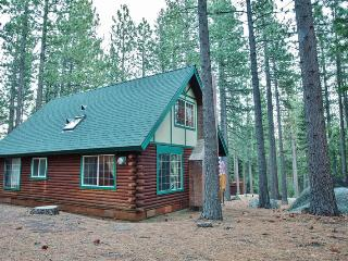 'Smokey's New Den' - Authentic 3BR South Lake Tahoe Log Cabin w/Private Outdoor Hot Tub & Wifi - Minutes to Sierra at Tahoe & Heavenly Ski Resorts *Pet Friendly*