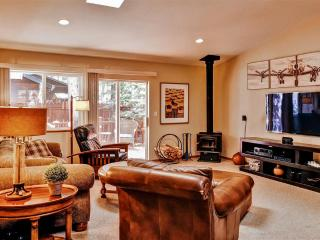 Inviting 3BR South Lake Tahoe House w/Wifi, Fire Pit, Large Private Deck & Beautiful Backyard - Minutes from Exciting Nightlife, Casinos, Hiking, Golf, Ski Resorts & More!