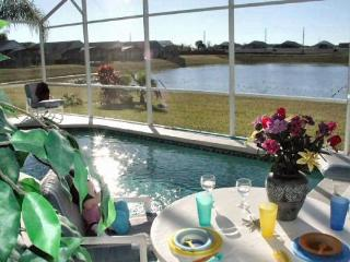 Pet-Friendly Rolling Hills 4 Bedroom Condo with a Private Pool, Hot Tub, and Games, Kissimmee