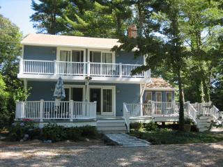 Great Family Location! Short Walk to Private Beach, Mashpee