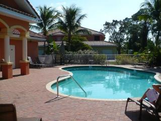 fort myers - close to all beaches 2bdrm. upscale, Fort Myers