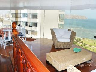 LUXURY OCEAN FRONT APARTMENT WITH POOL AND SAUNA., Lima