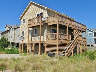 Airy 5BR Outer Banks House w/Wifi, Entertainment Center & Multiple Decks - Easy Walk to the Beach & Golf Course!, Corolla