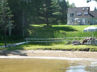 PRIVATE WATERFRONT 3 BDR Home with sandy beach!, North Monmouth