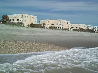 Quiet Oceanfront Beach Location-Royal Mansions, Cape Canaveral