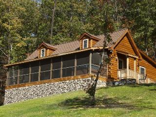 Kalmia Log Cabin in Shenandoah Woods: Mtn views!, Luray
