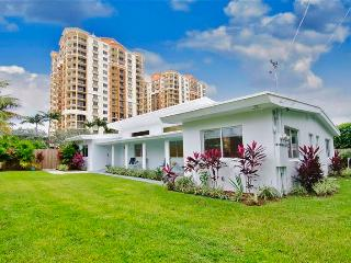 20% Off! Part of the Ft. Lauderdale Vacation Rental Program - Just Passed Inspection! Beach Duplex East - 'Atlantic Dreamin' Peaceful 5 Star 2BR Home w/ Lush Outdoor Living Space - Across the Street from the Beach!, Fort Lauderdale
