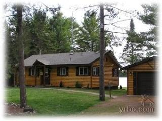 LOST PARADISE-PRIVATE 3 BR LOG CABIN ON LOST LAKE, Sayner