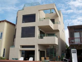 LUXURIOUS OCEANFRONT HOME AND GUEST SUITE !, Hermosa Beach