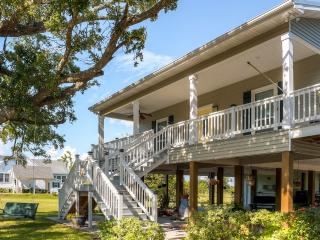 Bright & Airy 4BR Pass Christian House w/Wifi, Wraparound Porch & Spectacular Gulf Views - Experience Mardi Gras Gulf Coast Style! Walking Distance to Beach, Near Outdoor Recreation, Casinos & New Orleans