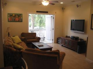 Luxury Key West Condo -2/2 1/2 FREE BIKES!!!