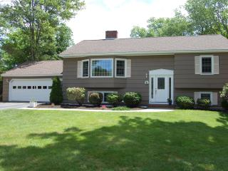 Best of both worlds, pool on site, beach nearby., Kennebunk