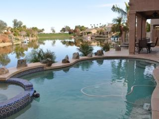 Relax by the lake in resort style home, Chandler