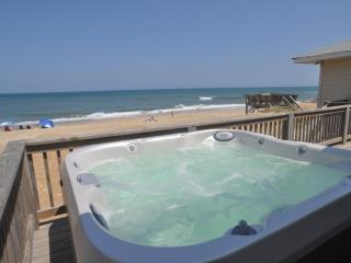 OBX Oceanfront Cottage - Hot Tub - 4 Bedroom, Kitty Hawk