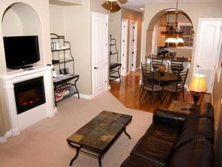 Right by SDC! - INDOOR Pool - King Beds - Granite, Branson