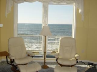 3 Bd End Unit - Oceanfront Luxury -180 degree view, Depoe Bay