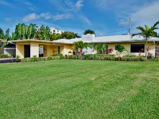 New Lower Rates! 5 Star Beach House!  Blissful 1BR Fort Lauderdale Home w/Wifi, Large Sparkling Private Pool, Lush Landscaping & Much More - 3 Minute Walk to the Beach!