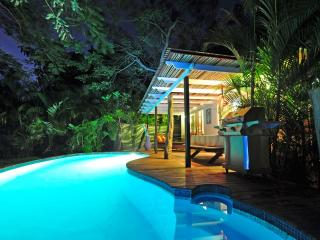 Charming Beachfront Home with Pool & Jacuzzi, Playa Junquillal