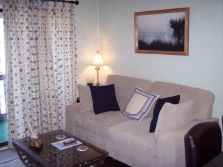 King Bed, Pretty View, WiFi, Great Rates!, Tybee Island