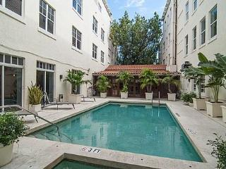 Miami Beach Condo with Pool QUICK walk to BEACH